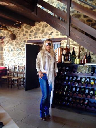 Thalori Traditional Village: Federica Lippa all'interno del ristorante Thalori