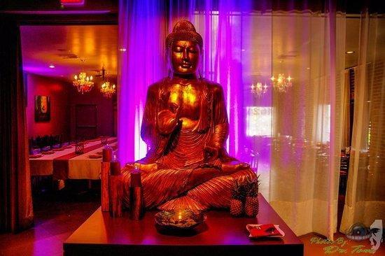 Dapur Asian Tapas & Lounge : The beautiful entrance