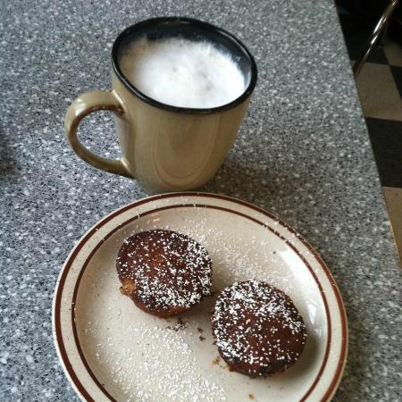 Terry, MT: Banana Muffins and a Latte..Mmmm