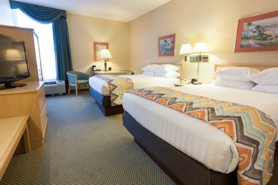 Pear Tree Inn Cape Girardeau West: Queen Guestroom