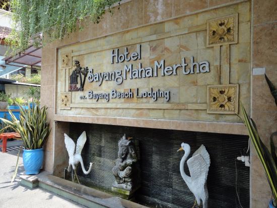 Sayang Maha Mertha: Ingresso