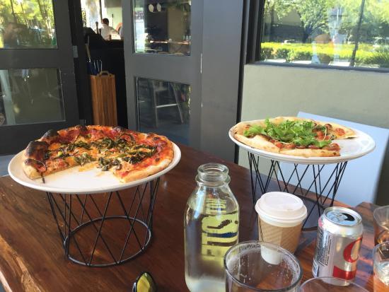 Pizzando: Brocollini Pizza
