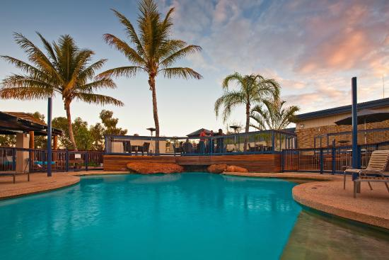 Potshot Resort: Pool Bar Swimming Pool