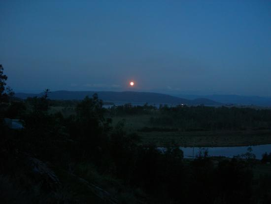 Weltevreden Domes Retreat: Full moon rising in the east overlooking Lake Wivenhoe