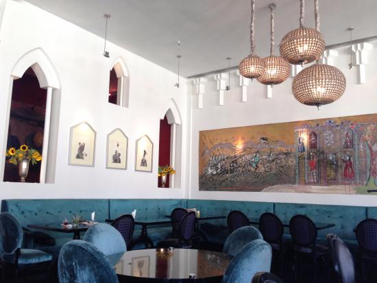 Traditional persian decoration picture of divan tehran for Divan restaurant tehran