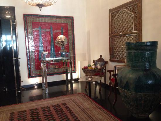 Traditional persian decor picture of divan tehran for Divan tehran