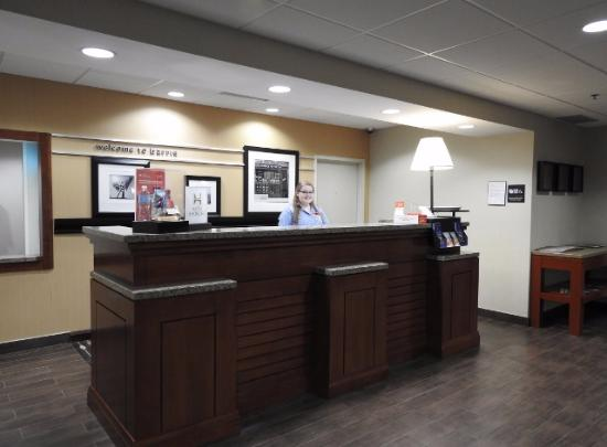 Barrie, Canadá: Front Desk