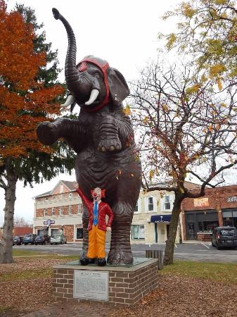 Delavan, WI: Round the corner... And find an elephant!