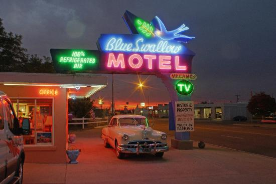 Blue Swallow Motel: Beautiful sunrises and sunsets abound in New Mexico, and both make a nice complement with the ne