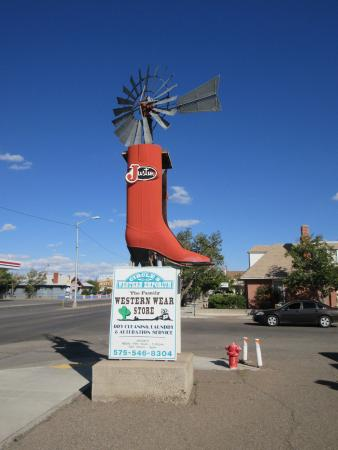 Deming, NM: shoe outside