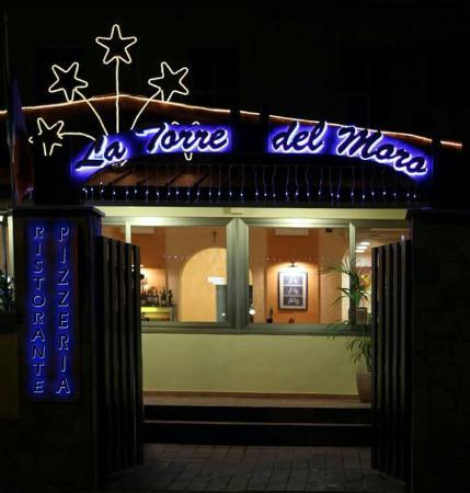 La Torre del Moro: Ingresso Hotel con vista ristorante...