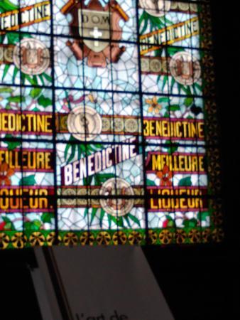 Aumale, Frankrike: window in Benedictine Monastery