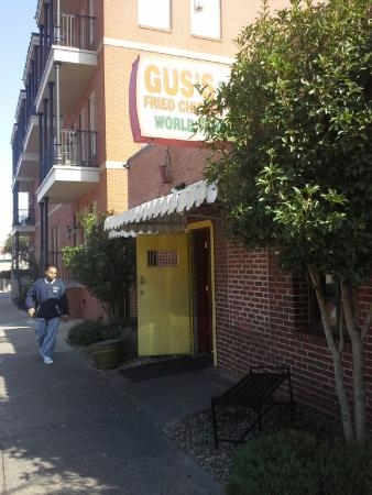 Gus's World Famous Fried Chicken: Sidewalk view