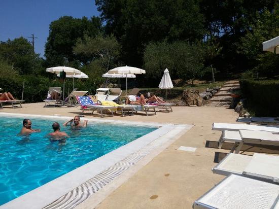 Piscina termale esterna foto di terme del tufaro spa - Terme di castrocaro prezzi piscina ...