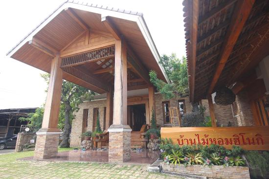 Chai Prakan, Thailand: หน้าบ้าน
