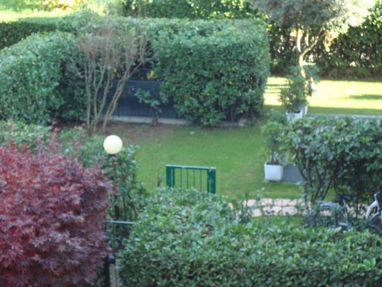 The Village B&B: Garden
