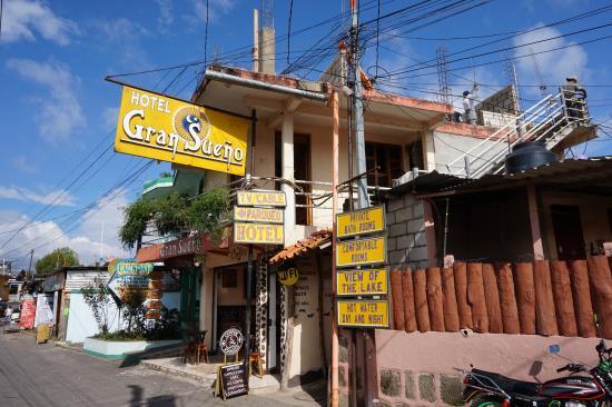 Hotel El Gran Sueno: The Sign and Entrance of Gran Sueno