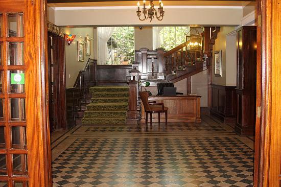 Southern Sun Mayfair Nairobi: Холл
