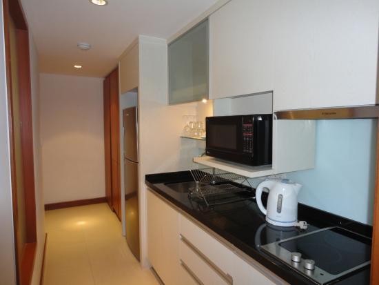 Woodlands Suites Hotel: Kitchen - Executive Suite