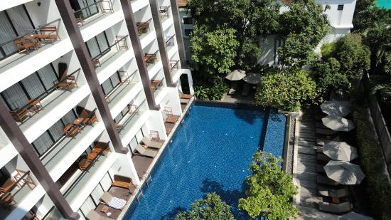Woodlands Suites Hotel: Balcony view - Executive Suite