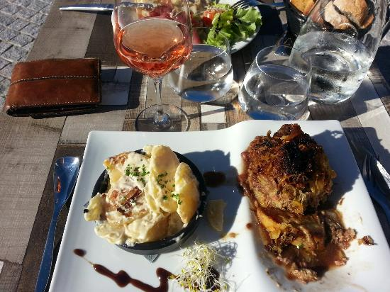 Montpeyroux, France: Choux farci au canard... un bonheur!