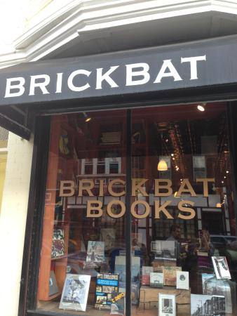 ‪Brickbat Books‬