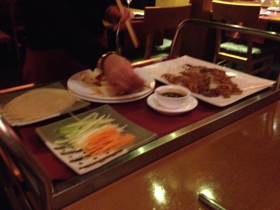 Rollitos de pato laqueado fotograf a de restaurante hong - Restaurante pato laqueado ...