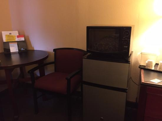 Ramada Limited Lake City: Refrigerator and Microwave in Room