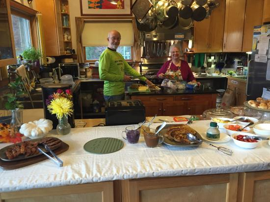 Hebron, Nueva Hampshire: A great breakfast served up right by the host and hostess.