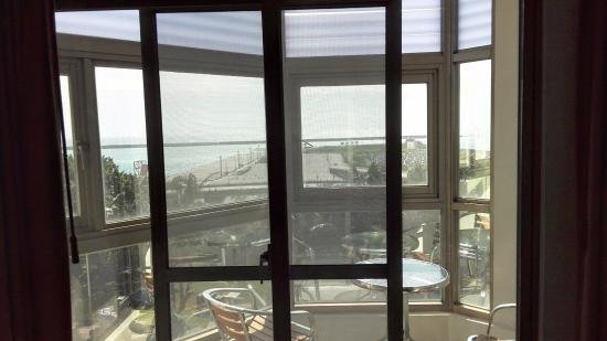 Ocean Hotel: 陽台,窗外就是花蓮港
