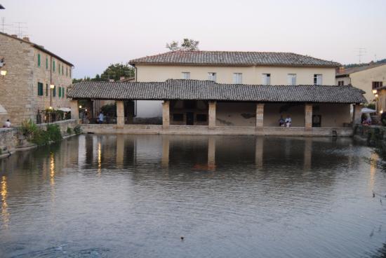 Bagno vignoni picture of terme bagno vignoni san quirico d 39 orcia tripadvisor - Il loggiato bagno vignoni ...