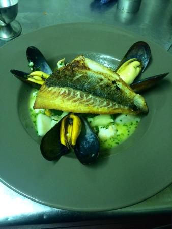 La Perle: Roasted Seabream, Ratte Potatoes, Baby Spinach, Langoustines, Mussels, Scallops