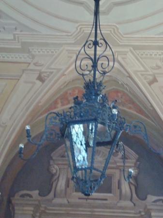 Lampadario in ferro battuto nellandrone - Picture of Palazzo ...