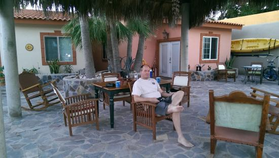 El Tiburon Casitas: relaxing in the courtyard
