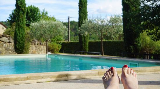 Le Mas de Prades : détente à la piscine