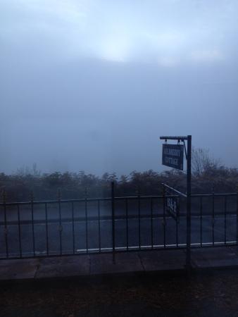 Goldberry Cottage B&B: Foggy morning, still wonderful view