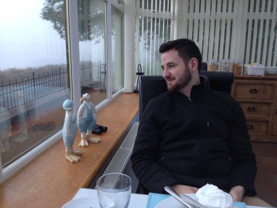 Goldberry Cottage B&B: Breakfast with awesome view of the lake