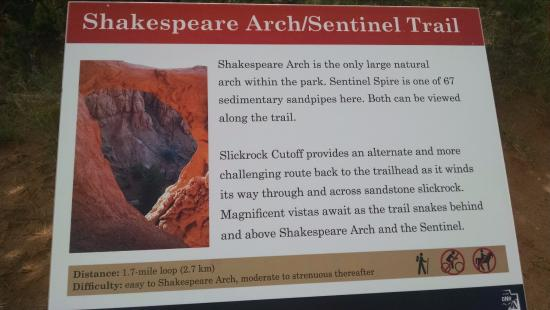 Kodachrome Basin State Park: Shakespeare Arch/Sentinel Trail Marker