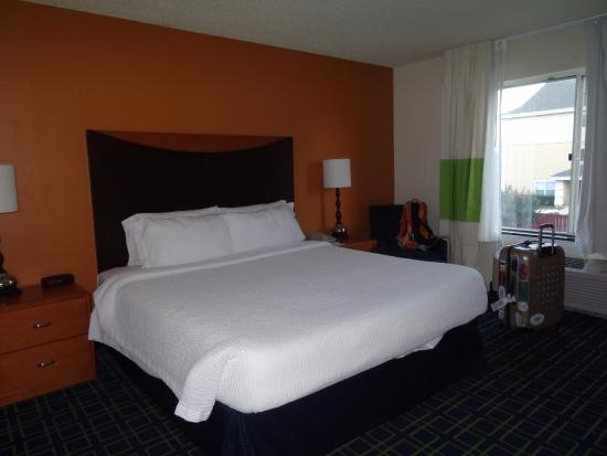 Fairfield Inn & Suites Dallas DFW Airport North/Irving: Our bedroom