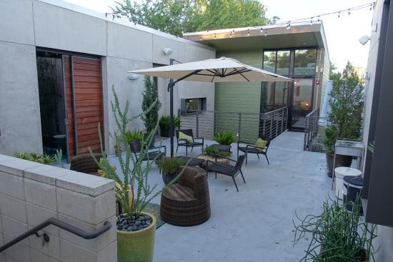 Heywood Hotel: Terrace