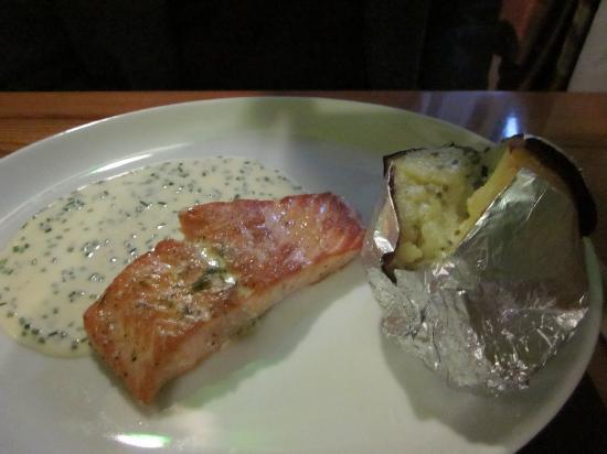Beaufort Bar and Restaurant: Salmon portion