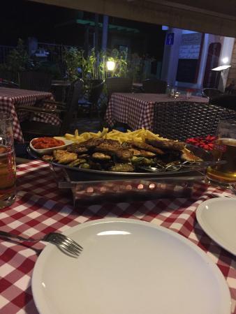 Sukosan, Kroatia: Il miglior ristorante croato provato! Piatti abbondanti e deliziosi...la location è accogliente