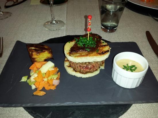 """Tarnac, France: La mique burger...Le ramage vaut le """"dégustage""""...miam miam"""