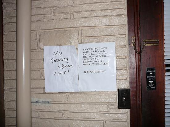 "Albany, Кентукки: ""Professional"" signage"