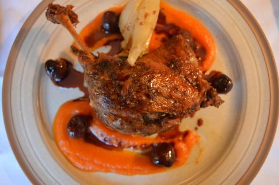 Buckden, UK: Confit Gressingham duck leg, carrot, roasted fennel, cherry jus