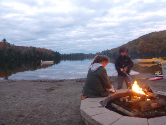 Saint Hippolyte, Καναδάς: Lake view- they offered evening s'mores nights!