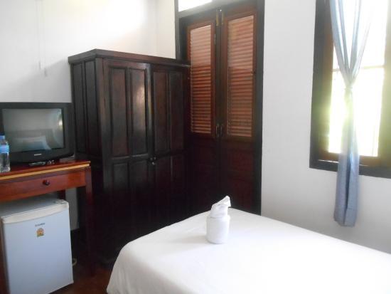 armoire et frigidaire picture of sita norasingh inn