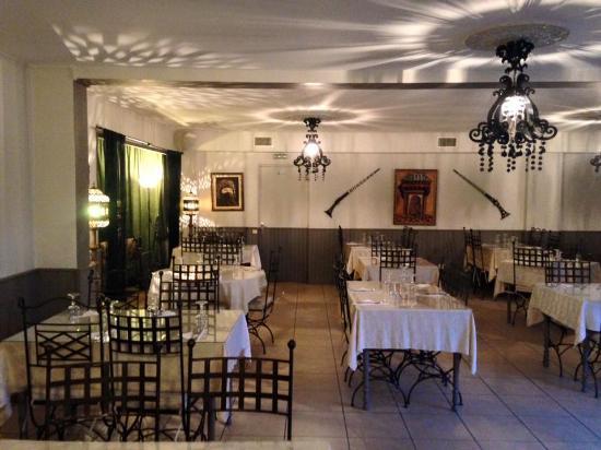 restaurant les portes de l 39 orient la valette du var. Black Bedroom Furniture Sets. Home Design Ideas