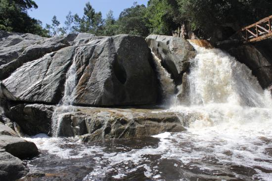 Eden Adventures : The awesome waterfall at the end of the hike