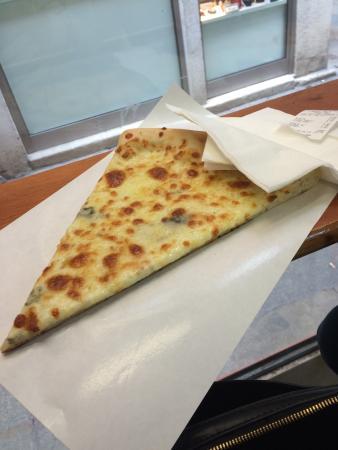 L' Angolo Della Pizza: a fatia